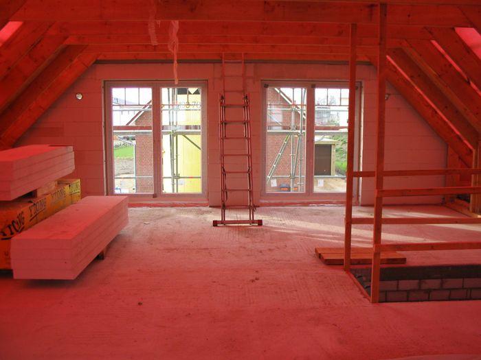 fenster einbauen giebel traufgesimse 2004 04 08 17 25 31. Black Bedroom Furniture Sets. Home Design Ideas